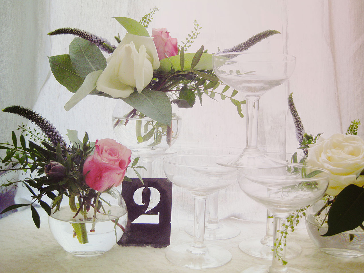 Decoration de table pour mariage blanc et bordeau for Decoration table mariage
