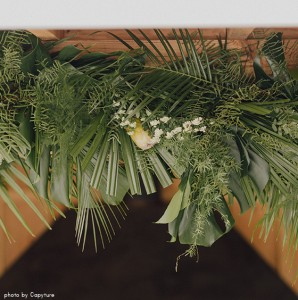 herbesfauves-fleuriste-bordeaux-mariage-wedding-tropical-palmier-blanc-guirlande-exotique-photo-by-capyture-Ly&Sebastien-60