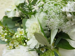 herbesfauves-fleuriste-bordeaux-mariage-wedding-ceremonie-laique-bouquet-olivier-eucalyptus-blanc-decoration-m-creation-events